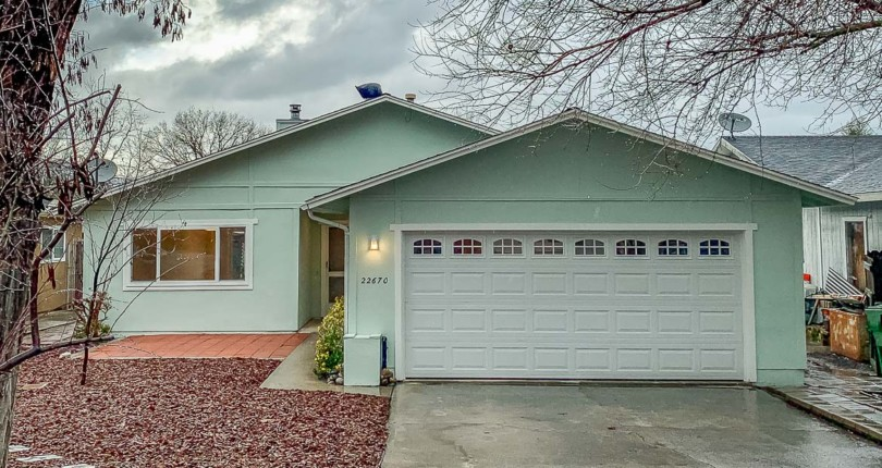 Turn-key single level 3/2 home in the quaint town of Santa Margarita.